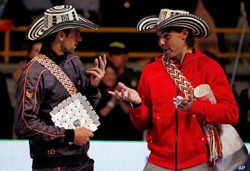 Tennis 8: Nole tặng Rafa… đôi lót giầy - 1
