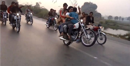 Video: Màn bốc đầu gây xôn xao Pakistan - 1