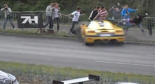 Siêu xe Koenigsegg CCR đâm 19 người liên tiếp - 1