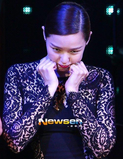 Sốc vì hoa hậu Hàn Quốc khoe mặt sưng vù - 1