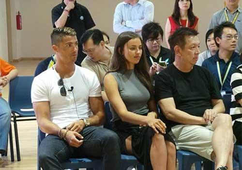 Ronaldo cùng bạn gái du hí Singapore - 1