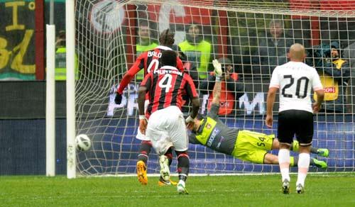 """Chờ Balotelli hóa """"quái vật"""" ở Milan - 1"""