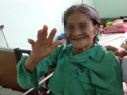 Thay khớp háng cứu cụ bà 95 tuổi - 1
