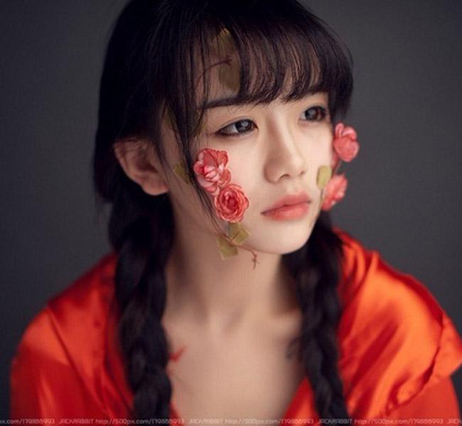 Cô người mẫu, diễn viên trẻ La Tiểu Y (thường gọi là Lori) khiến giới trẻ 'phát sốt' vì những bức ảnh trẻ trung, xinh đẹp, thánh thiện như một nữ thần.
