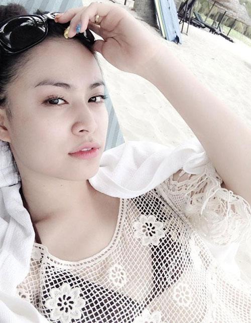 Người đẹp Việt nửa kín nửa hở với bikini - 1