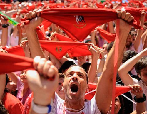 Ảnh: Lễ hội bò tót đầy gay cấn ở Tây Ban Nha - 1