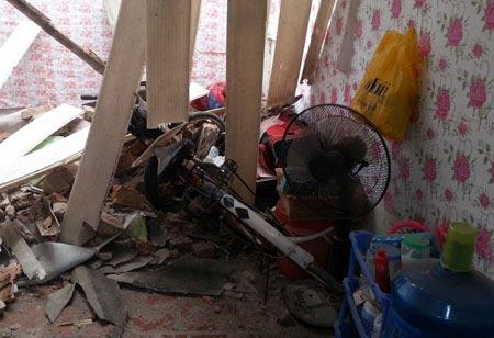 Sập nhà hai tầng, 1 sinh viên thiệt mạng - 1