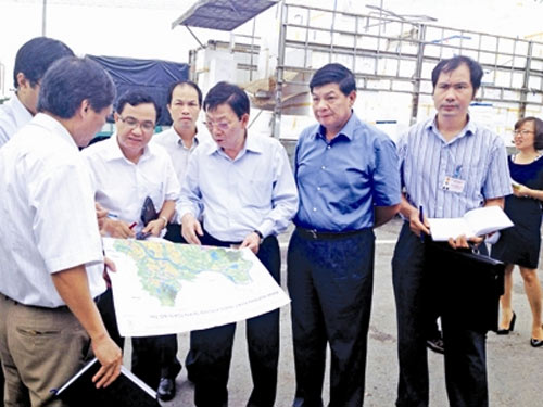 """Chủ tịch TP Hà Nội bất ngờ """"vi hành"""" bến xe - 1"""
