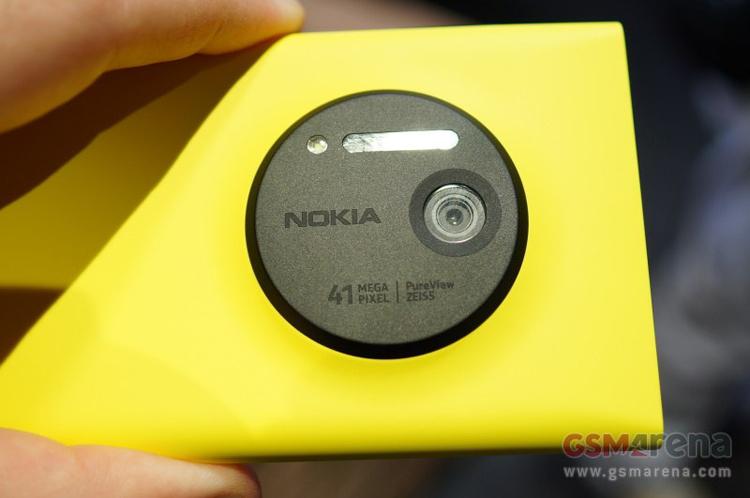 Vị trí camera 41MP mặt sau máy có thiết kế khá hài hòa, không to quá