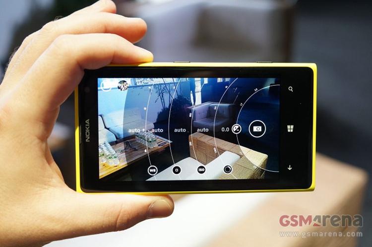 Hiện tại vẫn chưa có xác nhận nào từ phía Nokia về phiên bản quốc tế của chiếc smartphone camera cực khủng này.
