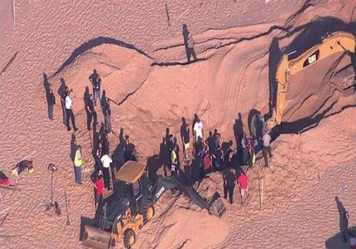 Mỹ: Cứu sống cậu bé sụp hố cát tử thần - 1