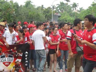 Fan cuồng Arsenal đi cả ngàn km - 1