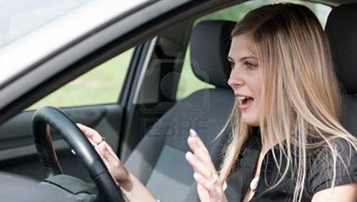 Giảm tốc cách nào khi ô tô mất phanh? - 1