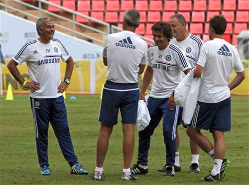 Mourinho không muốn thua giống MU - 1