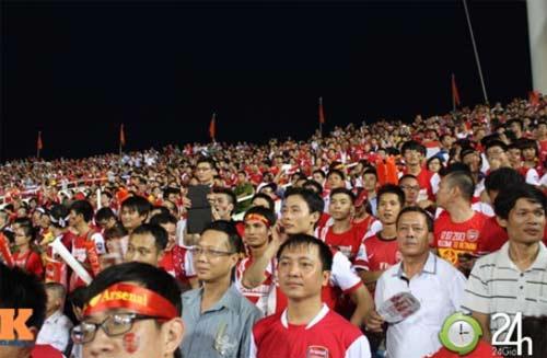Bên lề VN - Arsenal: Ngày hội bóng đá - 1
