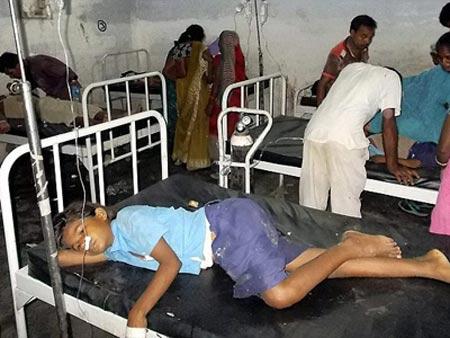 Ấn Độ: Ăn trưa ở trường, gần 50 HS ngộ độc - 1