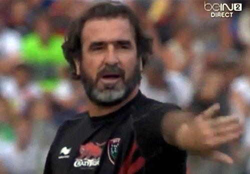 Cantona biểu diễn cú đá thần sầu - 1
