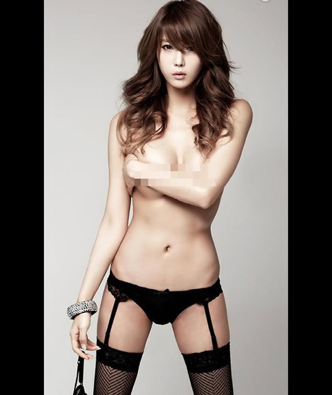 Heo Yun Mi vừa là một người mẫu chuyên nghiệp, cô đồng thời là một  người mẫu cosplay nổi tiếng xứ Hàn.