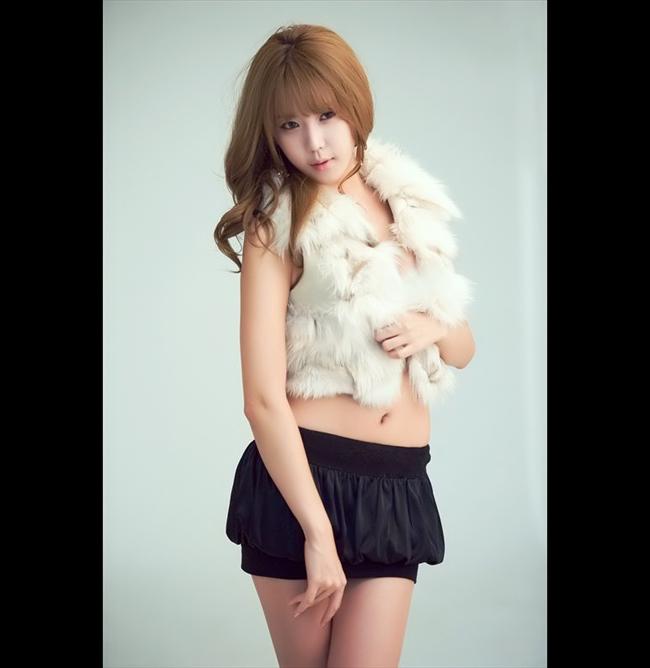 Heo Yun Mi là một trong những gương mặt nổi tiếng nhất trong giới người mẫu PG xứ Hàn.