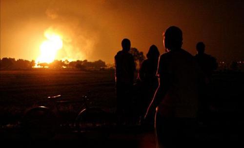 Mexico: Đục trộm đường ống dẫn dầu gây nổ lớn - 1