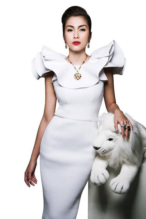 Váy cocktail trắng nâng tầm mỹ nhân Việt - 1