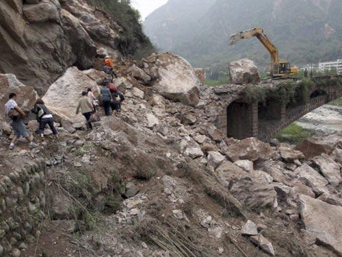 TQ: Động đất mạnh, 54 người thiệt mạng - 1