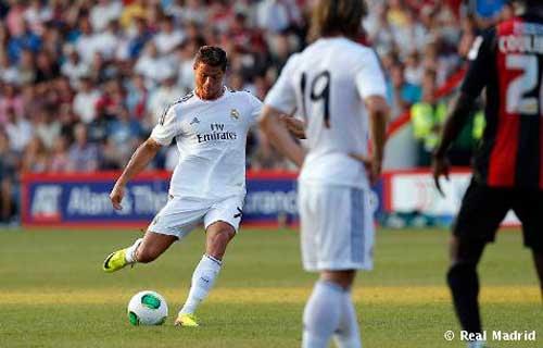 """Ronaldo và vũ khí hủy diệt """"đá phạt"""" - 1"""