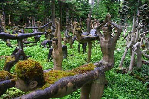 Những bức tượng kỳ quái ở rừng Phần Lan - 1
