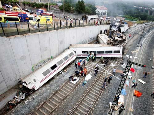 Tai nạn tàu hỏa TBN: Lái tàu vào cua 190 km/h - 1