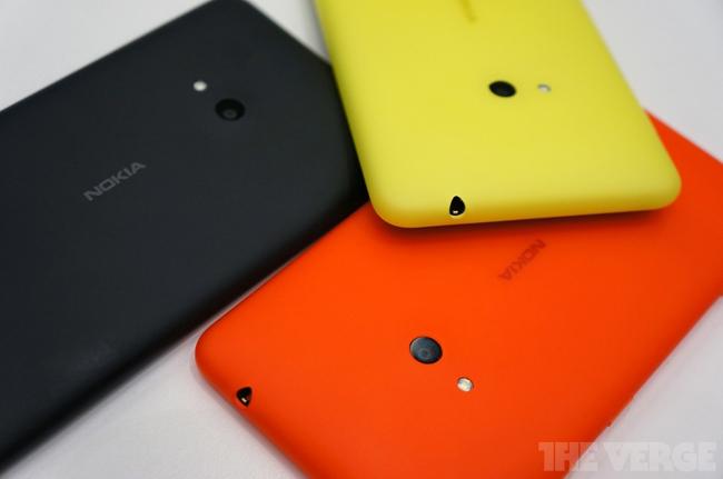 Theo kế hoạch của nhà sản xuất Phần Lan, Nokia Lumia 625 sẽ ra mắt tại Trung Quốc, Châu Âu, Châu Á Thái Bình Dương, Ấn Độ, Trung Đông, Châu Phi và Châu Mỹ La Tinh trong Q3/2013 với giá 220 EUR. Sản phẩm cung cấp nhiều tùy chọn màu sắc khác nhau, gồm cam, vàng, xanh lá, trắng và đen. Và cũng như Lumia 620, vỏ của máy có thể được hoán đổi cho nhau.