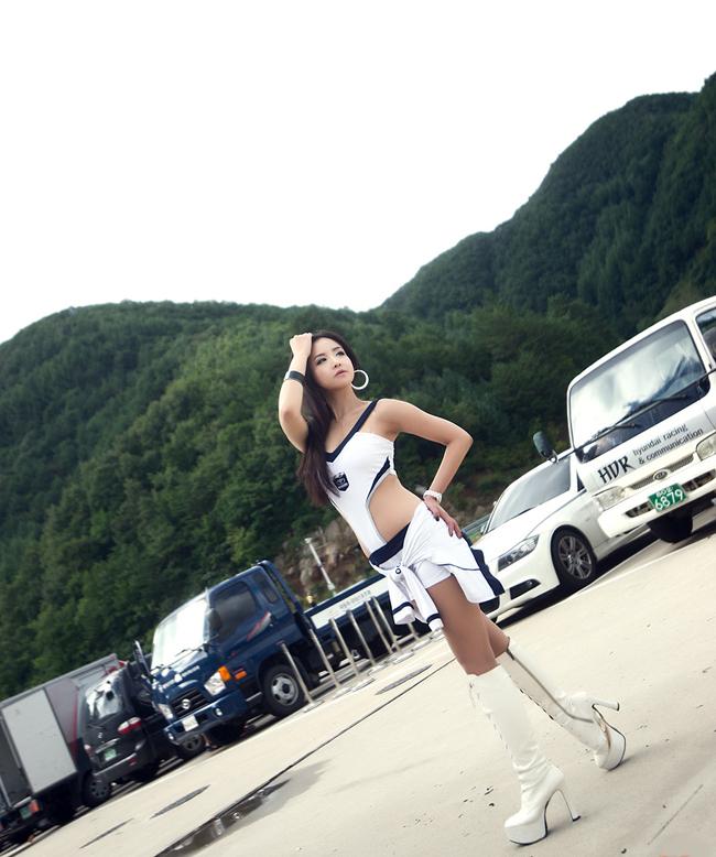 Diễm My 9x 'lột bỏ xiêm y' bên xế sang Thanh Hằng quý phái tại triển lãm 'Mẹc' Những thân hình 'gợi cảm' tại triển lãm xe Chân dài khuất phục 'bóng ma' Audi A8L