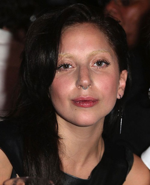 Muôn kiểu trang điểm độc của Lady Gaga - 1