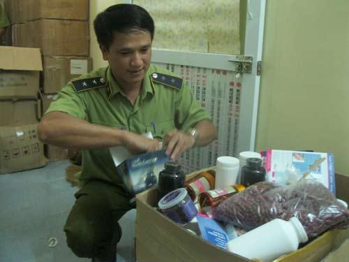 Bắt giữ gần 100 thùng thực phẩm chức năng giả - 1