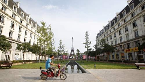 """Cận cảnh thành phố """"nhái"""" Paris ở Trung Quốc - 1"""
