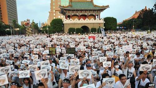 Đài Loan: Biểu tình lớn chống ngược đãi lính - 1