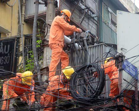 EVN khắc phục 3 đường dây bị sự cố do bão - 1