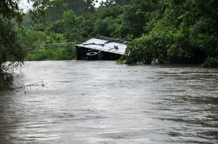 Vụ nước cuốn ở Quảng Ninh: Tìm thấy 2 thi thể - 1
