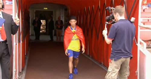 Arsenal tôn vinh Running Man ở Emirates - 1