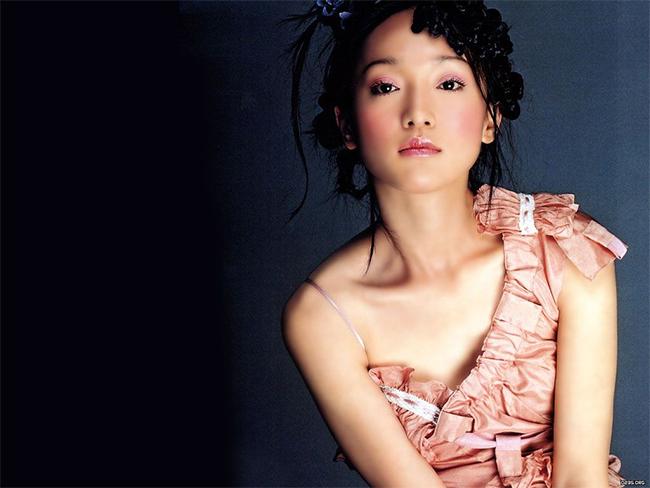 Châu Tấn nổi tiếng là ngọc nữ của màn ảnh Trung Quốc với vẻ đẹp không tuổi