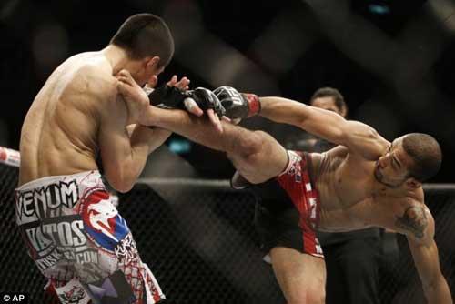 "UFC 163: ""Thây ma"" Hàn Quốc bị hạ knock out (Aldo - Sung Jung) - 1"