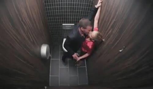Top clip hài: Camera ghi lại trong WC - 1