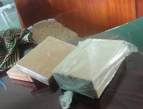 2 người Mông buôn bán 1,4 kg heroin - 1