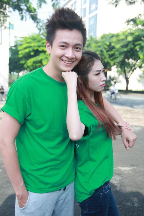 Ngô Kiến Huy ga lăng với bạn gái - 1