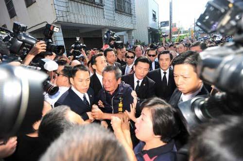 Đài Loan: Dân bao vây nhà lãnh đạo Mã Anh Cửu - 1