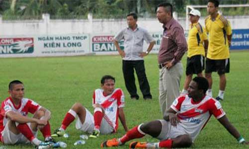Vấn đề của bóng đá Việt Nam: Học cách kiếm tiền - 1