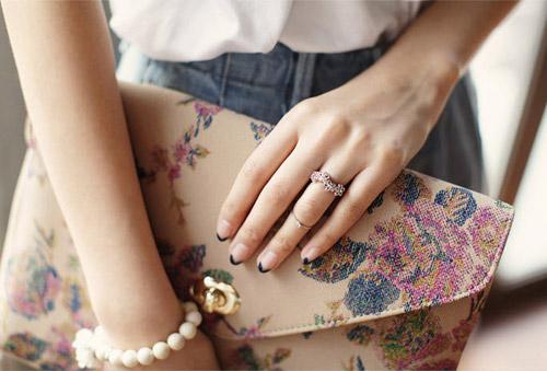 Khám phá 4 kiểu đeo nhẫn mới lạ - 6