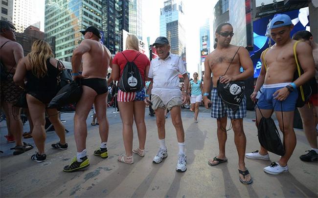 Một đám đông những cư dân New York và khách du lịch đã cùng nhau xác lập một kủ lục thế giới mới