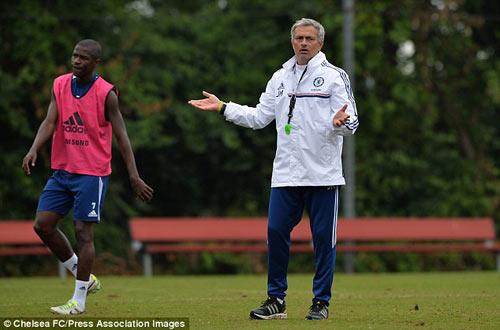 MU suy yếu, Chelsea lại làm vua? - 1