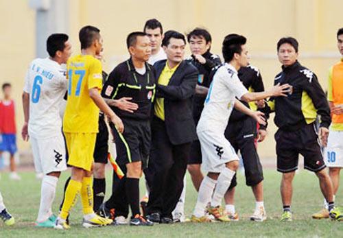 Bóng đá Việt Nam có tổ trọng tài cơ động - 1