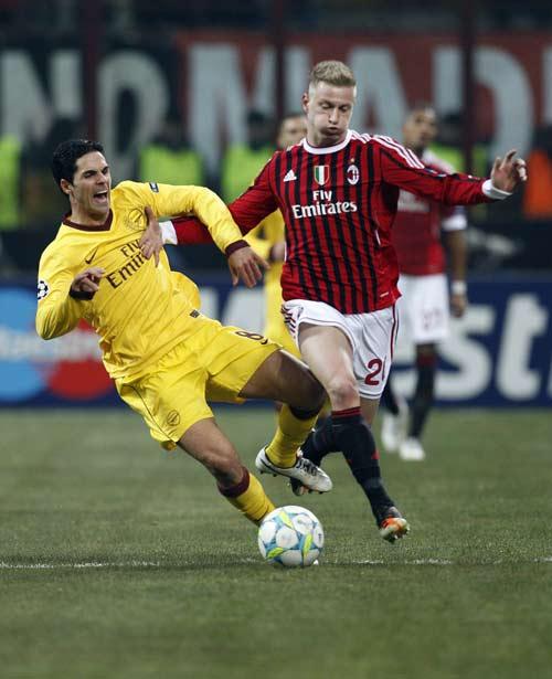 Play-off Cup C1: Arsenal, Milan gặp khó - 1